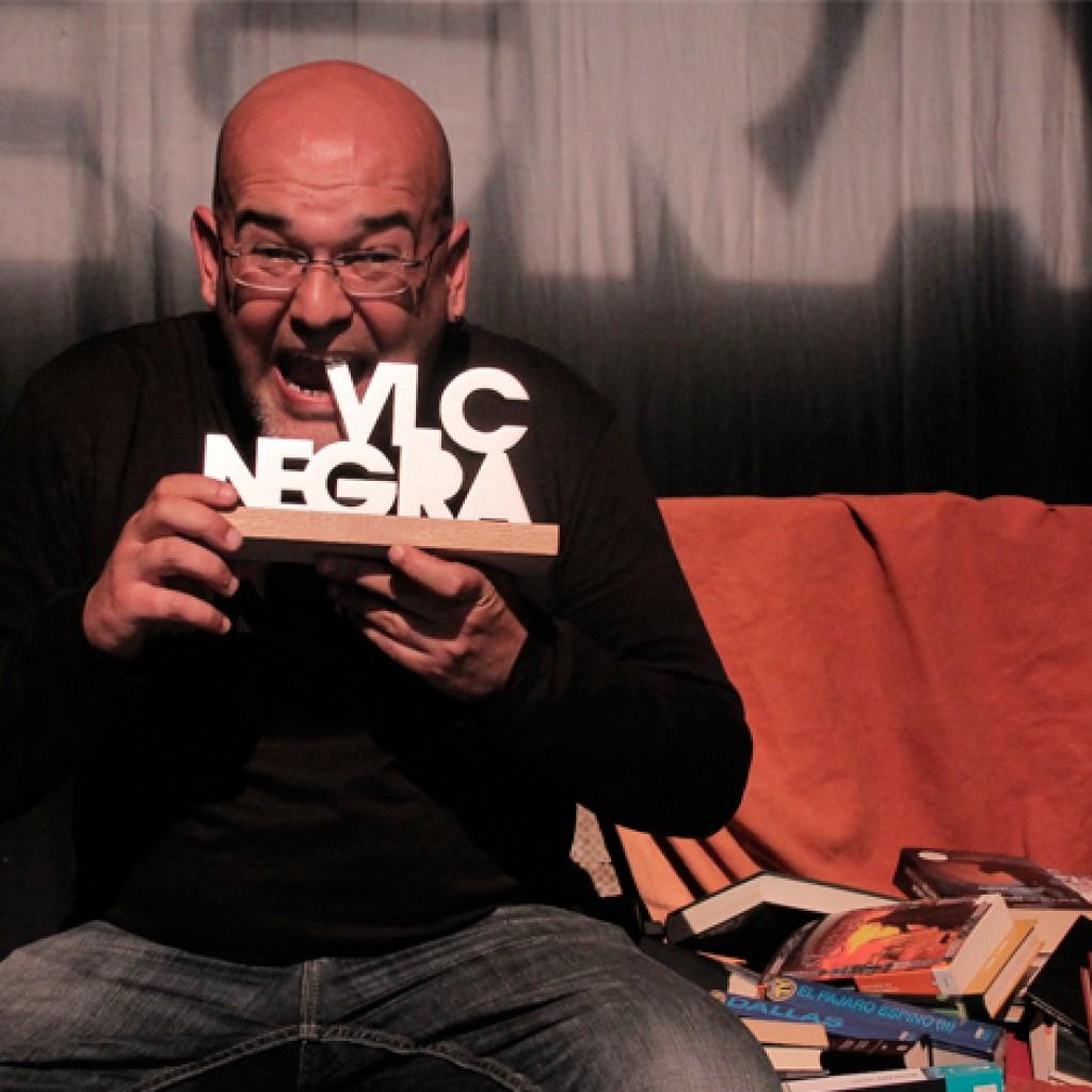 Alexis Ravelo gana el Premio a la mejor novela de VLC Negra 2015 con 'Las flores no sangran'